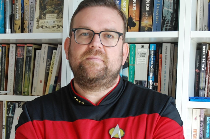 Der Anglist Daniel Cojocaru doktorierte zu Science-Fiction. Hier in seiner Star-Trek-Uniform.|Stefan Degen